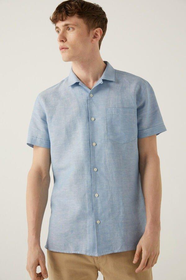 Camisa en lino de cuello bowling y bolsillo
